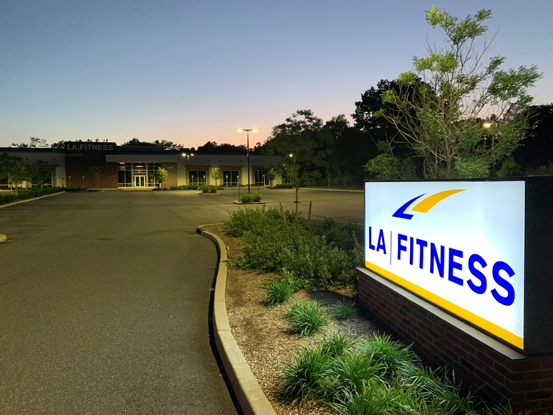 Crest Group_LA Fitness_98230_Phone 1